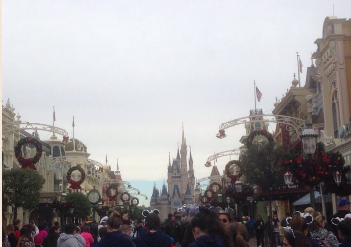 Magic+Kingdom%27s+Cinderella+Castle+during+Mickey%27s+Very+Merry+Christmas+Party.