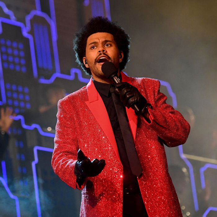 The Weeknd performing at the halftime show in a red suit. (Courtesy to vulture.com)